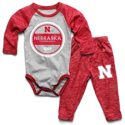 Nebraska Infant Cloudy Yarn Long Sleeve Onesie Set